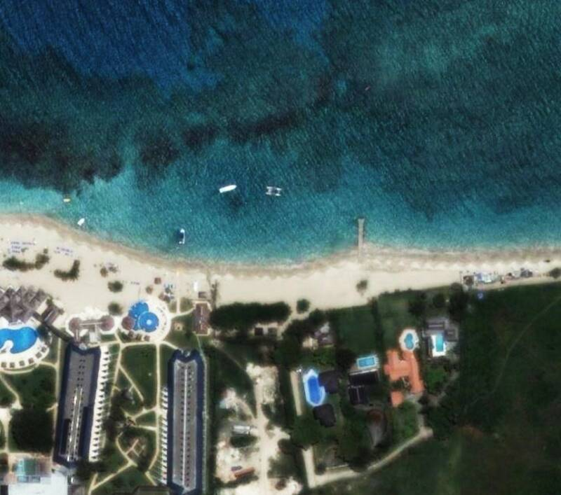 Click for Satellite images of the beach Googel Maps